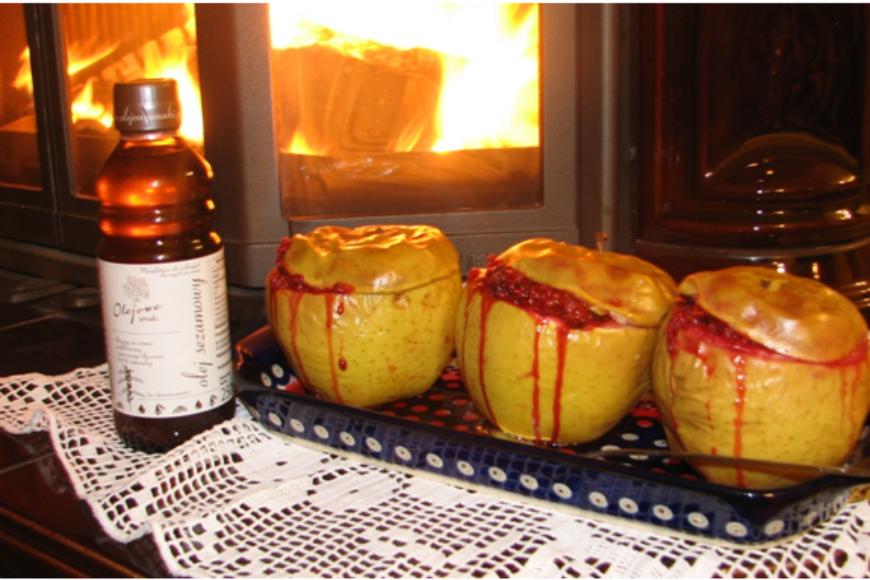 Pieczone jabłko z olejem sezamowym Olejowe Smaki i miodem