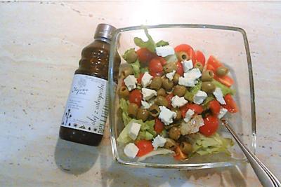 Sałatka z fetą i oliwkami z olejem z ostropestu Olejowe Smaki
